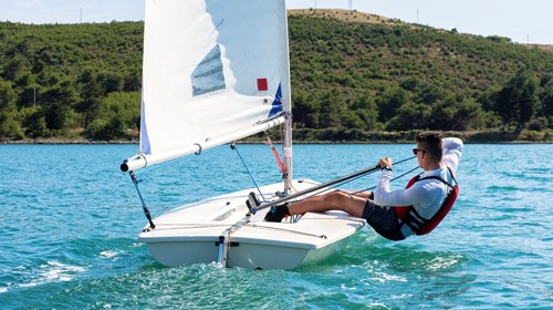5 Dinghy Sailing Tips For Beginners